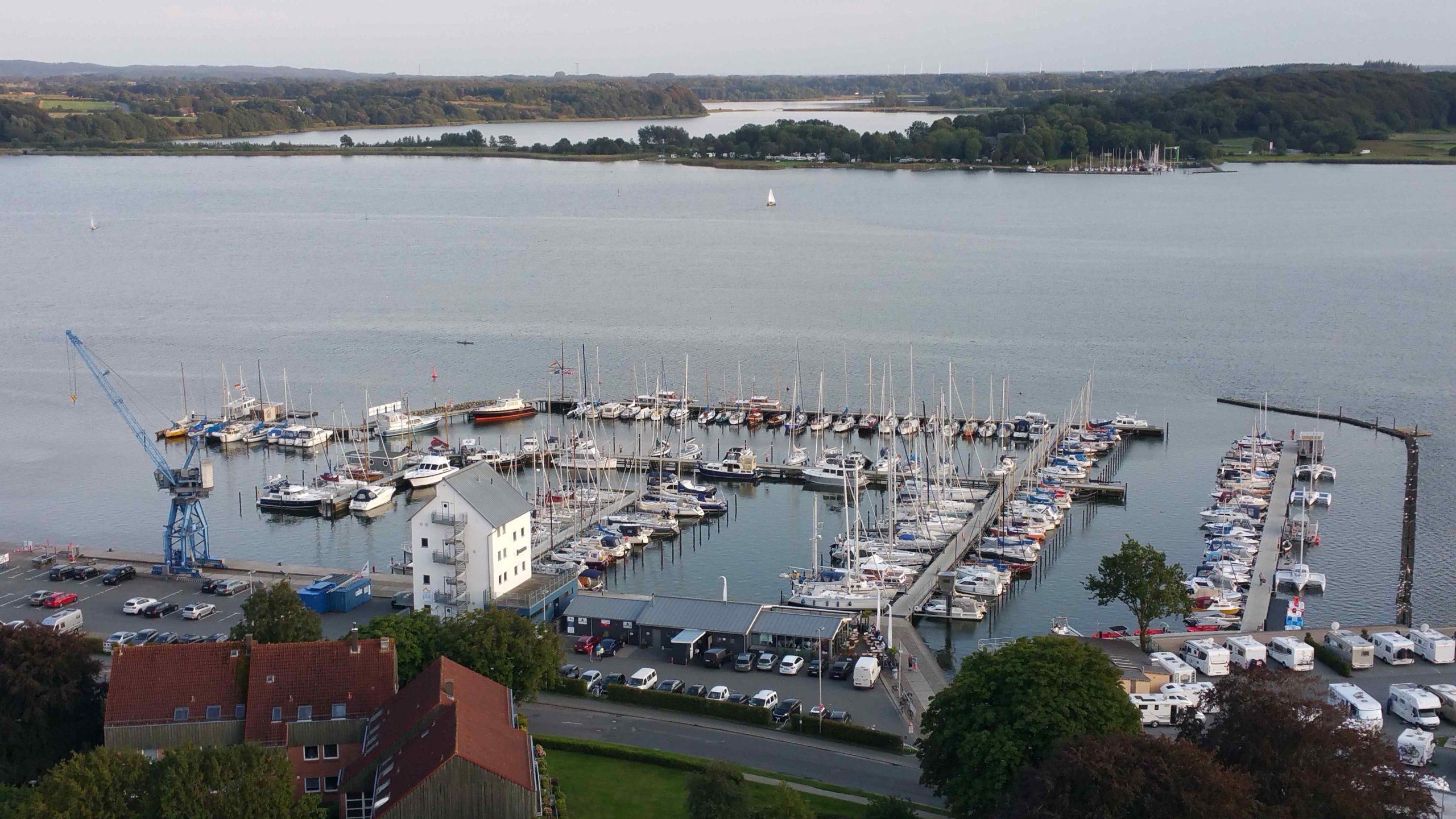 Blick über den Stadthafen